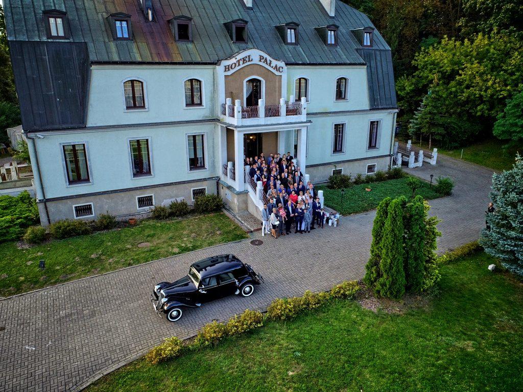 sesja ślubna z drona na weselu